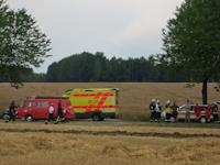 Brand einer Strohballenpresse in Rennersdorf, 17.07.2015